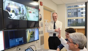 President Salovey visits the fMRI team at the new Brain Imaging Center.